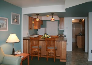 1 BEDROOM QUEEN SUITE Picture 1